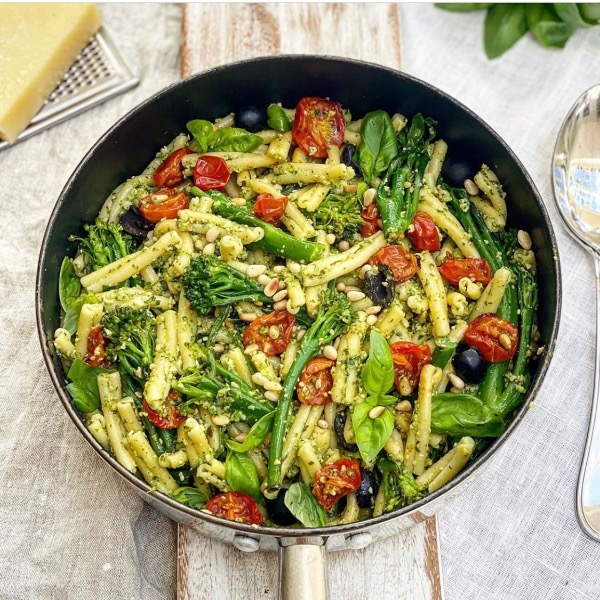 Spinach Pesto Pasta with Slow Cooked Tomatoes & Broccoli.